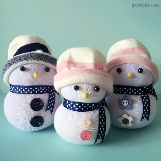 stylish-snowman-family