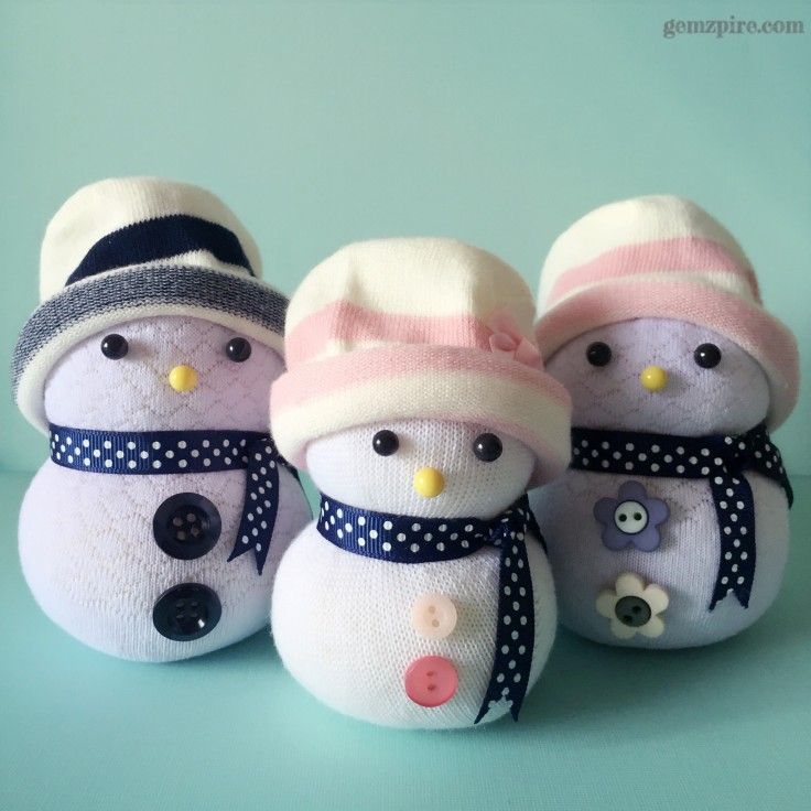 stylish-snowman-family